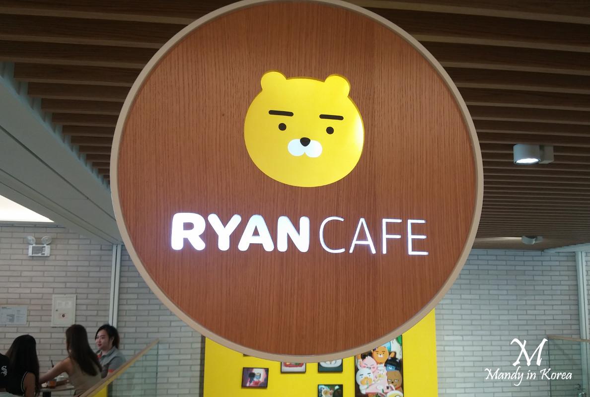 逛完Kakao Friends旗艦店❉別忘了上去Ryan主題Cafe喝杯咖啡噢~~
