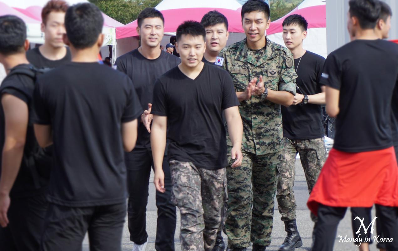 雞龍軍文化祝祭2016令全場瘋狂的軍人允浩李昇基SJ神童晟敏銀赫篇